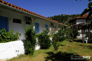 blue white house in lefkada