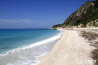 location blue white house kalamitsi beach